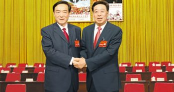 The former Party Secretary of Tibet Autonomous Region, Chen Quanguao (left) with the newly appointed Party Secretary Wu Yingjie (right).